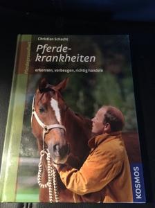 """Buch """"Pferdekrankheiten - erkennen, vorbeugen, richtig handeln"""" von Christian Schacht aus der Horsefriends Box """"Safety First"""""""